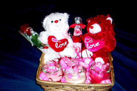 Gift basket for valentines day